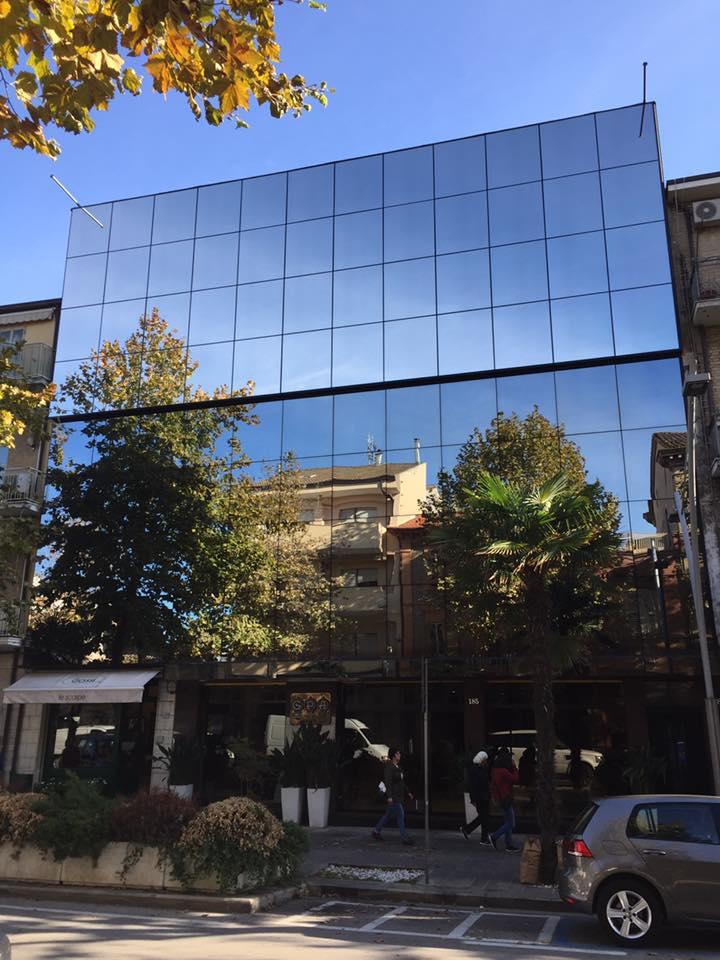 pellicole a controllo solare Galleria Persiani Ahmadi Civitanova Marche