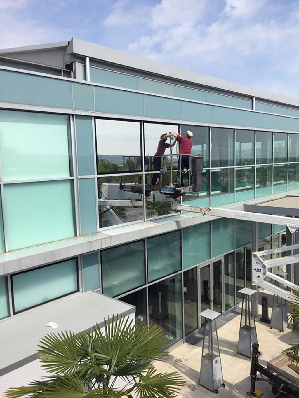 pellicola a controllo solare trasparente Hotel Horizon Montegranaro