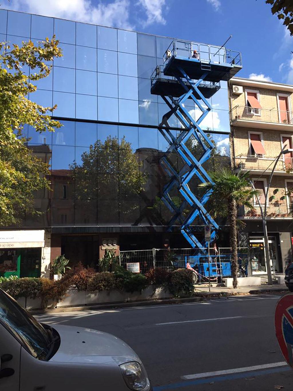 pellicola a controllo solare Galleria Persini Ahmadi Civitanova Marche