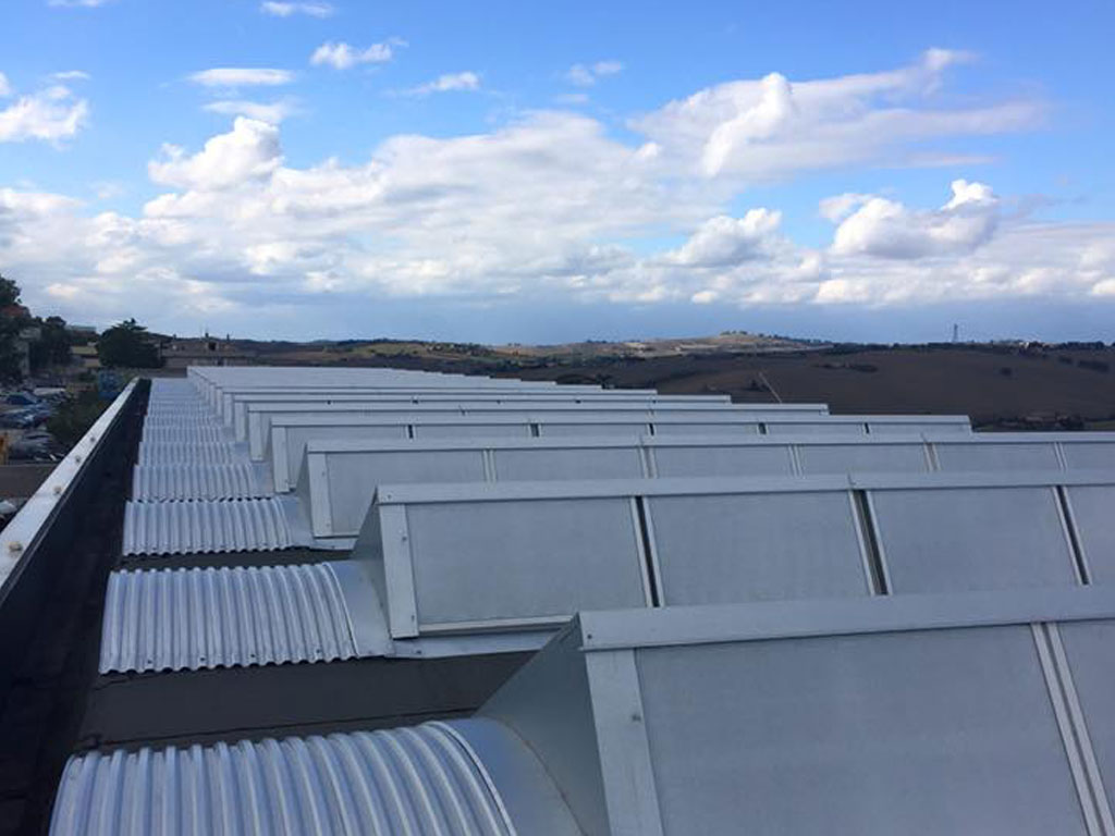 vernice solare ai policarbonati dei tetti Lardini Filottrano